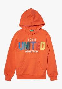 Benetton - HOOD - Hoodie - orange/red/yellow - 0
