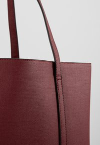 Benetton - Tote bag - dark red - 7
