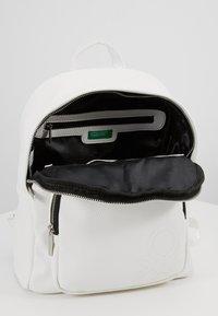 Benetton - Tagesrucksack - white - 5