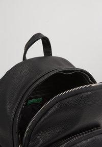 Benetton - Tagesrucksack - black - 4