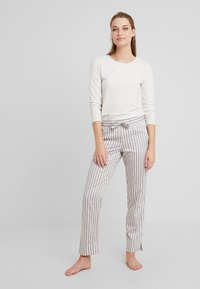 Benetton - WARM LONG SLEEVE HANDFEEL - Pyjamasoverdel - ice - 1