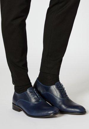 Zapatos con cordones - marine