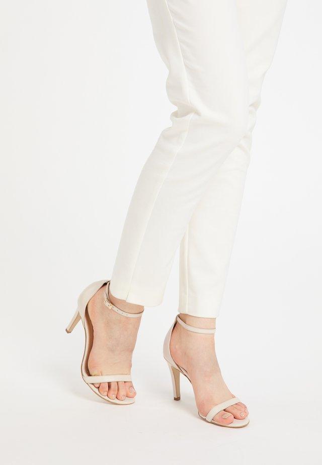 Korolliset sandaalit - beige