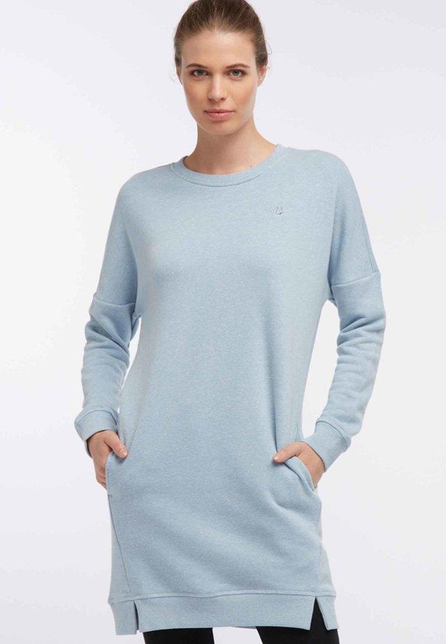 Sukienka dzianinowa - mottled light blue