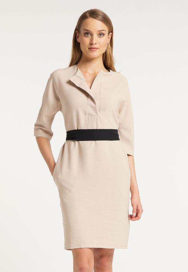 DREIMASTER FREIZEITKLEID - Korte jurk - beige