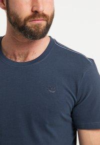 DreiMaster - DREIMASTER T-SHIRT - Print T-shirt - marine - 3
