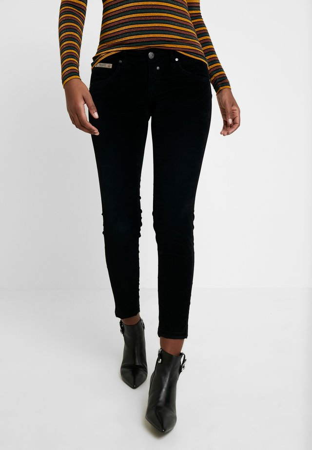 TOUCH CROPPED STRETCH - Broek - black