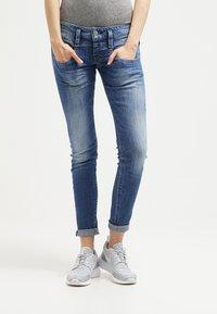 Herrlicher - PITCH SLIM - Jeans Slim Fit - bliss - 0