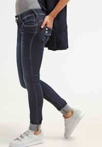 Herrlicher - PIPER SLIM - Slim fit jeans - clean - 3