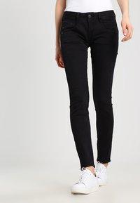 Herrlicher - GILA SLIM - Slim fit jeans - tempest - 0