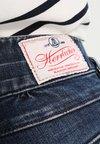 Herrlicher - PITCH SHORT - Jeans Shorts - dark- blue denim