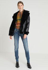 Herrlicher - GILA SLIM - Slim fit jeans - denim soul - 2