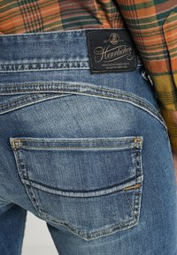 Herrlicher - GILA SLIM - Slim fit jeans - denim soul - 6
