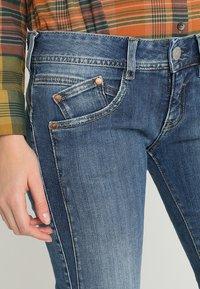 Herrlicher - GILA SLIM - Slim fit jeans - denim soul - 4