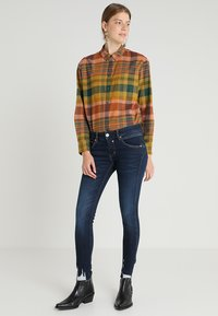 Herrlicher - TOUCH CROPPED - Jeans Skinny Fit - dull - 2