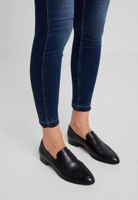 Herrlicher - TOUCH CROPPED - Jeans Skinny Fit - clean - 4