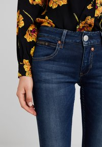 Herrlicher - TOUCH CROPPED - Jeans Skinny Fit - clean - 6