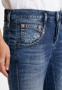 Herrlicher - SHYRA CROPPED - Slim fit jeans - dark blue denim - 4