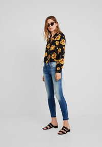 Herrlicher - TOUCH CROPPED - Jeans Skinny Fit - bliss - 1
