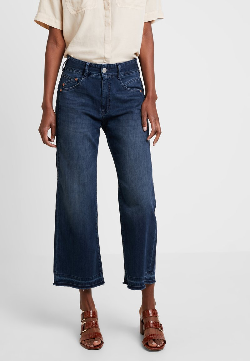 Herrlicher - GILA SAILOR CROPPED - Flared Jeans - admiral
