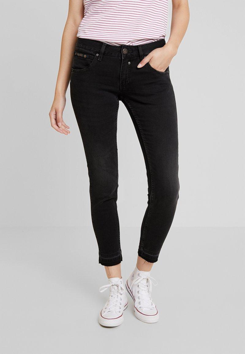 Herrlicher - TOUCH CROPPED STRETCH - Jeans Skinny Fit - black denim