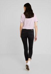 Herrlicher - TOUCH CROPPED STRETCH - Jeans Skinny Fit - black denim - 3