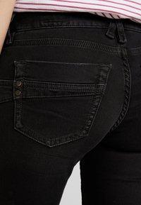 Herrlicher - TOUCH CROPPED STRETCH - Jeans Skinny Fit - black denim - 4