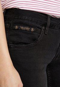 Herrlicher - TOUCH CROPPED STRETCH - Jeans Skinny Fit - black denim - 6
