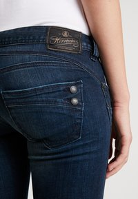 Herrlicher - PIPER SLIM CROPPED - Jeans Skinny Fit - attached - 3