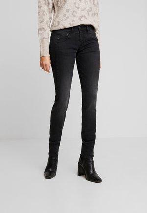 GILA SLIM - Slim fit jeans - lazy
