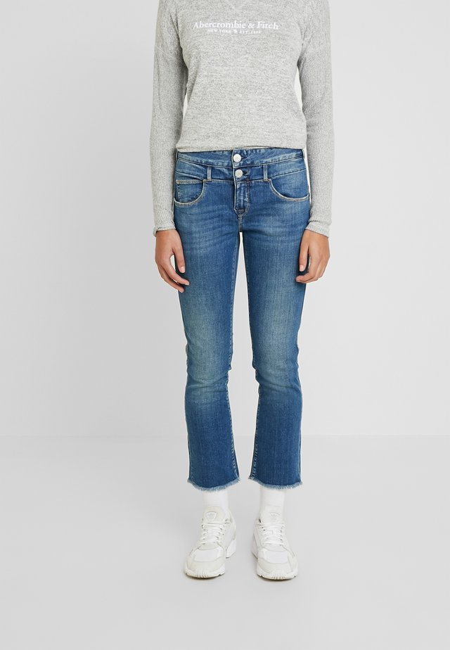 BABY CROPPED STRETCH - Flared Jeans - beamed