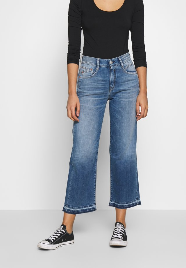 GILA SAILOR CROPPED - Jeans Straight Leg - mariana blue