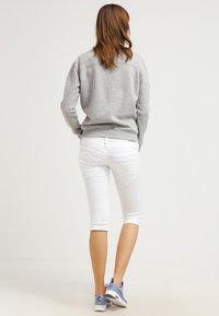 Herrlicher - PITCH - Shorts vaqueros - white - 2