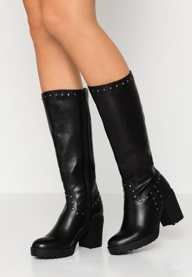 Stivali con plateau - black