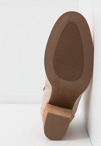 H.I.S - Boots à talons - nude - 6
