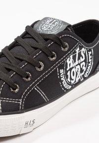 H.I.S - Sneakers - black/white - 2