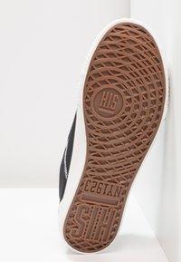 H.I.S - Sneakers - black/white - 6
