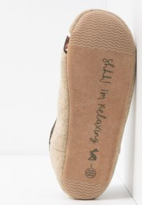 Tom Joule - SLIPPET - Slippers - cream - 6