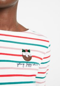 Tom Joule - HARBOUR - Camiseta de manga larga - christmas pudding - 4