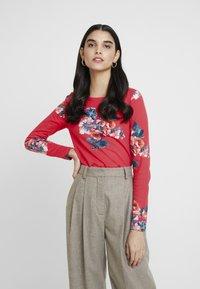 Tom Joule - HARBOUR PRINT - Camiseta de manga larga - red floral - 0