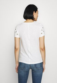 Tom Joule - CARLEY - Print T-shirt - white/beige - 2