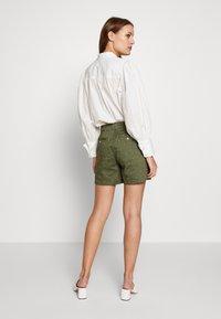 Tom Joule - CRUISE EMB - Shorts - greenspot - 2