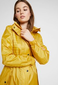 Tom Joule - Veste imperméable - gold - 3