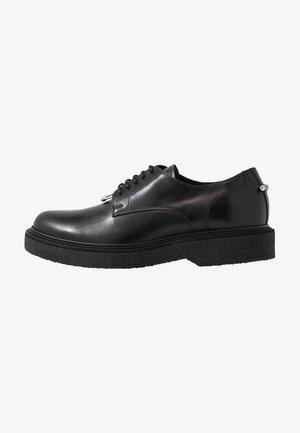 PIERCED PUNK - Šněrovací boty - black