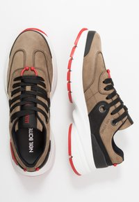 Neil Barrett - BOLT01 - Sneakers - khaki/black/red
