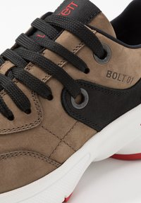 Neil Barrett - BOLT01 - Sneakers - khaki/black/red - 5