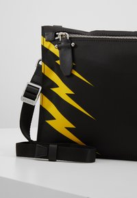 Neil Barrett - TIGER BOLT SACOCHE - Umhängetasche - black/yellow - 7