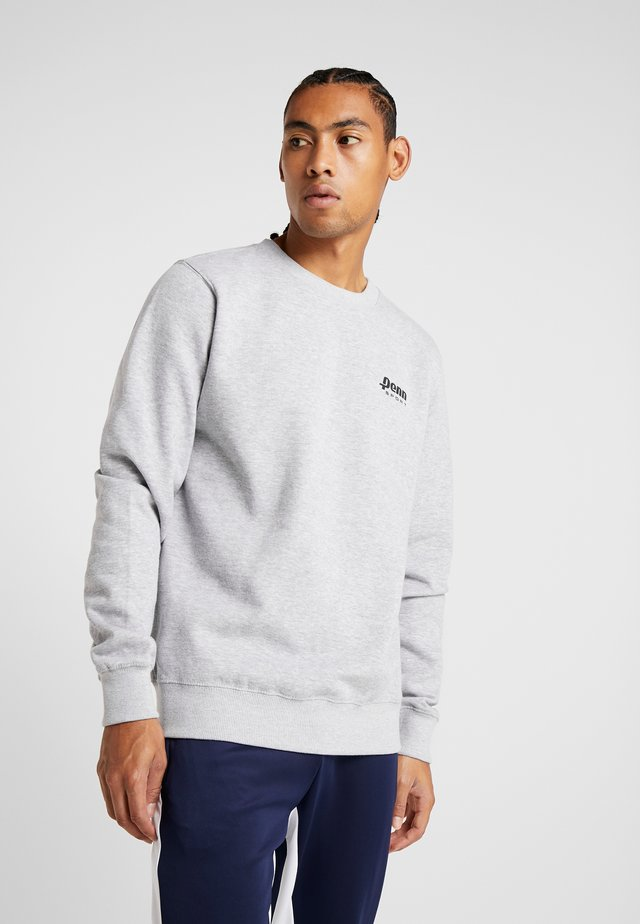 MEN BADGE CREW - Sweatshirt - grey marl