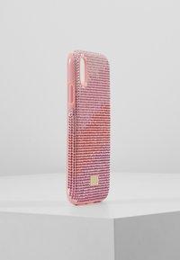 Swarovski - HIGH LOVE CASE - Mobiltasker - pink - 4