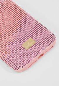 Swarovski - HIGH LOVE CASE - Mobiltasker - pink - 2